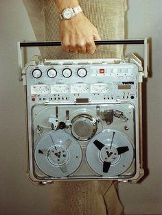 I secretly recorded our conversation Radios, Arte Nerd, Pub Vintage, Radio Antigua, Sound Installation, Gadgets, Tape Recorder, Hifi Audio, Retro Futurism