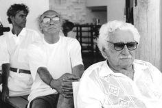 Caetano Veloso, José Saramago e Jorge Amado, 1996. | Foto: Zelia Gattai, Acervo de Casa de Jorge Amado