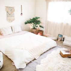 Minimalist room decor, I love the all white bedroom decor. I think it's so calming and soothing! Home Bedroom, Bedroom Decor, Urban Outfitters Home, Uo Home, Minimalist Room, Design Studio, Beautiful Bedrooms, Simple Bedrooms, White Bedrooms