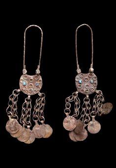 Syria - Dayr az Zawr, Silihye | Pair of earrings; silver alloy, glass beads. ca. early 20th century. // ©Quai Branly Museum. 71.1934.70.52.1-2