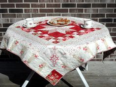 Hi I'm LuAnn from Loose Threads  here to show you the red and white tablecloth that I made.    With all of the excitement over the quilt dis...