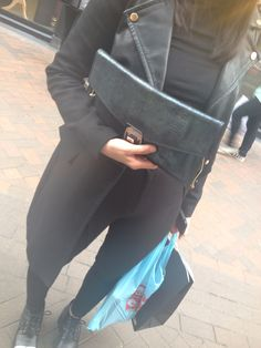 Black with iridescent details Iridescent, Messenger Bag, Satchel, Group, Detail, Bags, Fashion, Handbags, Moda