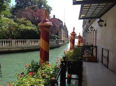 a wonderful morning in Venice, this shot taken outside the beautiful Luna Hotel Baglioni