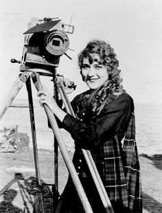 Mary Pickford, 1916 Look at that movie camera.