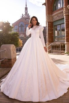 Muslim Wedding Dresses, Bridal Dresses, Gown Wedding, Fantasy Gowns, Beautiful Wedding Gowns, Marie, Wedding Ideas, Wedding Inspiration, Purple Wedding