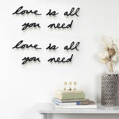 """Mantra wall decor - """"Love is all you need"""" - zwart - Umbra 3d Wall Decor, Flower Wall Decor, Mantra, Motto, Meister Yoda, Objet Deco Design, Wall Text, Quirky Decor, Chimney Breast"""
