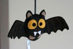Halloween felt bat brown. Hand stiched toy. Pure wool felt. from Eu que fiz! handcraft in Voorhout, Netherlands - The bat measures 22cm from wing to wing and has about 9cm height. Ben can be made in dark brown, brown, black and purple (or another color you wish).   This toy is my original design, handmade with 100% sheer wool felt. This felt is colored following the Ökotex-100 norm and complies to the European Norm EN 71-1/2/3. It is then safe for children. It is also not flammable…