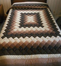 Brown King sized hand-quilted Trip Around the World new patchwork quilt Amish Quilt Patterns, Bargello Quilt Patterns, Quilt Square Patterns, Bargello Quilts, Beginner Quilt Patterns, Amish Quilts, Patchwork Patterns, Square Quilt, Colchas Quilting