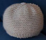 Stitch Knit Baby Hat pattern by Laura Valetutto Garter stitch baby hat. Free pattern inspired by Baby Gap. Laura Valetutto on Ravelry. Free pattern inspired by Baby Gap. Laura Valetutto on Ravelry. Baby Sweater Patterns, Baby Knitting Patterns, Baby Patterns, Knitting Ideas, Knitting Projects, Crochet Projects, Baby Hats Knitting, Knitted Hats, Free Knitting