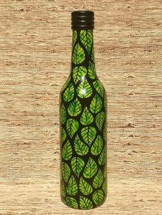 Wine Bottle Vases, Glass Bottle Crafts, Painted Wine Bottles, Lighted Wine Bottles, Bottle Lights, Glass Bottles, Bottle Painting, Bottle Design, Glass Art