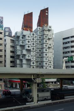 Chugin Capsule Tower Building (中銀カプセルタワービル). / Architect : Kisho Kurokawa (設計:黒川紀章建築都市設計事務所).
