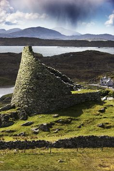 Dun Carloway, a well-preserved fort on the isle of Lewis, dating from the first century BC. The walls are about three meters thick, built without mortar. (Via Remodelista)