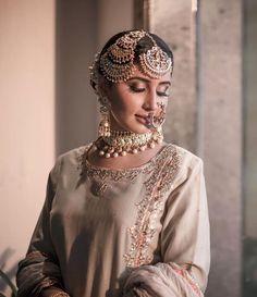 40 Ideas asian bridal hijab pakistani dresses for 2019 Pakistani Bridal Makeup, Indian Bridal Wear, Asian Bridal, Indian Wedding Jewelry, Bridal Jewelry, Bridal Accessories, Bridal Hijab Styles, Head Jewelry, Jewellery
