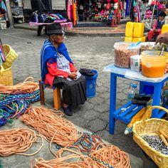 Mercado artesanal en Otavalo #Ecuador