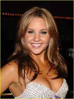 And why Amanda Bynes net worth is so massive? Amanda Bynes net worth is definitely at the very top level among other celebrities, yet why? Amanda Bynes Now, Amanda Seyfried, Beautiful Celebrities, Beautiful Actresses, Gorgeous Women, Classic Actresses, Girl Celebrities, Amanda Byrne, Elizabeth Gillies