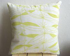 Kissen in Zitronengelb aus Biobaumwolle von laKattun auf DaWanda.com