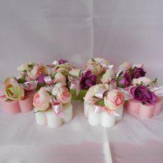 Saponette profumate decorate con ranuncoli rosa, a base di lanolina ed olii vegetali - adatte alle pelli più sensibili