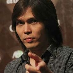 """Elfonda Mekel (lahir di Makassar, 21 Mei 1970; umur 43 tahun), dikenal sebagai Once Mekel adalah seorang penyanyi berkebangsaan Indonesia yang populer sebagai vokalis grup musik Dewa 19. Once bergabung dengan Dewa 19 pada tahun 1999, menggantikan Ari Lasso sebagai vokalis. Sebelum bergabung dengan band tersebut, ia telah merilis singel solo, seperti """"Juwita Pandang"""" (1991) dan """"Anggun"""" (1999)."""