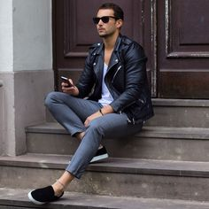Men's wear # fashion for men # mode homme # men's fashion Biker Jacket Outfit, Black Biker Jacket, Men's Leather Jacket, Mens Fashion Wear, Trendy Fashion, Men's Fashion, Fashion Menswear, Fashion Tips, Riders Jacket