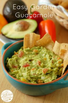 I can't believe I spent so many years thinking that I didn't like Guac!  Easy Garden Guacamole Recipe l www.a-kitchen-addiction.com