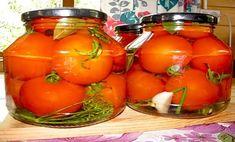 A paradicsom a nyár egyik legegészségesebb zöldsége, szerencsére jó hosszú ideig lehet fogyasztani a friss kerti paradicsomot. Azonban, ha eljön az őszi betakarítás ideje, már csak sóvárogva gondolunk a nyári ízekre. Ültessünk minél több paradicsomot, és tegyük el télire. Baked Buffalo Cauliflower, Pickling Cucumbers, Tomato Vegetable, Russian Recipes, Preserving Food, Canning Recipes, Food Design, Vegetarian Recipes, Food Porn