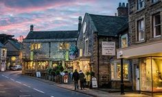 10 of the UK's best small towns Christmas in Bakewell high street.