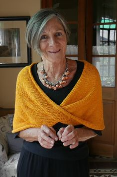 Diy Crafts - tejido,knit-cubrehombros tejido knit pattern tejerconlucila tejer knittingandcrochet knitting and crochet scarves Capelet Knitting Pattern, Knitted Poncho, Knitted Shawls, Crochet Scarves, Diy Tricot Crochet, Crochet Shawl, Crochet Giraffe Pattern, How To Start Knitting, Knit Patterns