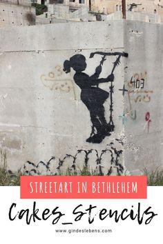 Die Werke von Banksy sind weit über die Grenzen bekannt, aber auch weitere Künstler haben sich in Bethlehem verewigt, so wie Cakes_stencils. Wir haben den Künstler interviewt und stellen euch seine Werke vor. Seine Werke sind sehr ausdrucksstark und sollen die soziale Ungerechtigkeit und die politischen Konflikte aufzuzeigen. Mehr dazu auf www.gindeslebens.com #Streetart #Bethlehem Tromso, Bethlehem, Cake Stencil, Stencils, Jean Michel Basquiat, Murcia, Banksy, Costa Rica, Gin