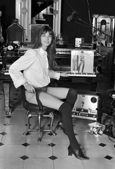 Net Image: Jane Birkin: Photo ID: . Picture of Jane Birkin - Latest Jane Birkin Photo. Serge Gainsbourg, Gainsbourg Birkin, Charlotte Gainsbourg, Paris Mode, Louise Brooks, Recording Studio, Brigitte Bardot, Belle Photo, Vinyl Records