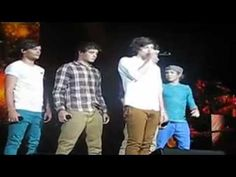 OMG a compilation of all the ways they've distracted Harry during his WMYB solo. -E