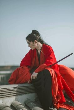 A swordsman with a sword pose reference Hanfu, Chinese Man, Chinese Style, Character Inspiration, Character Design, Manequin, Chinese Clothing, Ancient China, Pose Reference