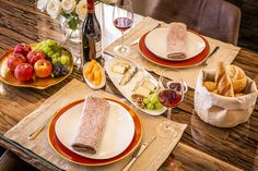 Private Dining im Country Chalet Table Settings, Dining, Country, Food, Luxury, Vacation, Meal, Meal, Rural Area