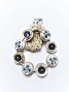 Was Flower Design Printed Pattern - Shell Button Handmade Adjustable Bracelet Button Jewellery, Jewelry, Felt Brooch, Maroon Color, Shell Pendant, Vintage Buttons, Adjustable Bracelet, Flower Designs, Really Cool Stuff