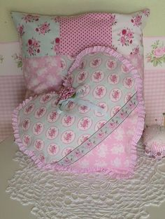 Patchwork Muster Anleitung 70 Ideas For 2019 Cute Pillows, Baby Pillows, Kids Pillows, Throw Pillows, Baby Girl Quilts, Girls Quilts, Heart Cushion, Heart Pillow, Fabric Hearts