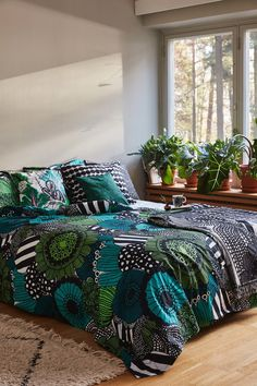 Marimekko Siirtolapuutarha pussilakana 150 x 210 cm, valkoinen-vihreä-must Funky Home Decor, Rooms Home Decor, Home Decor Furniture, Eclectic Decor, Interior Decorating Styles, Home Decor Trends, Home Decor Styles, Decorating Rooms, Decorating Websites