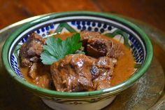 Dit stoofpotje maakten we eerder met kip ( ajam bali) , maar deze versie met rundvlees is ook favoriet. De combinatie santen en zoete ketja...