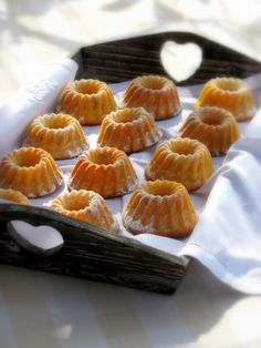 Marzipan-Eierlikör-Gugls - Pretzel Dessert İdeas and Tips Delicious Cake Recipes, Yummy Cakes, Gourmet Recipes, Sweet Recipes, Dessert Recipes, Nutella Muffins, Mini Muffins, Christmas Party Food, Christmas Desserts