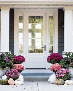 It& time to decorate your fall front porch! Rounding up the best fall porch décor ideas to give you plenty of festive Autumn inspiration. Fall Home Decor, Autumn Home, Front Entrances, Porch Decorating, Decorating Ideas, Home Decor Accessories, Curb Appeal, Home And Garden, Outdoor Decor