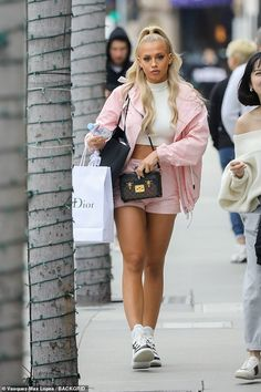 Glam: Tammy Hembrow swapped the Gold Coast for Beverly Hills by going on a designer shopping spree on Rodeo Drive this week Simple Outfits, Trendy Outfits, Cute Outfits, Fashion Outfits, Tammy Hembrow, Relaxed Outfit, Dress To Impress, Spring Outfits, Street Style