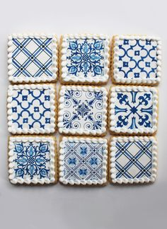 Beautifully detailed cookies based on classic Delft tiles. Wonderful gift or unique wedding favors. Blue Cookies, Iced Cookies, Cookies Et Biscuits, Cupcake Cookies, Cupcakes, Delft Tiles, Blue Tiles, Lemon Party, Cookie Favors