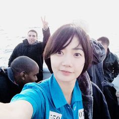 Behind the scenes of Sense8 with Donna and the little cutie pies behind her unawares Sense8
