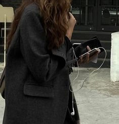 Estilo Ivy, Private School Girl, Cold Day, Classy Outfits, Aesthetic Pictures, Leather Jacket, Street Style, Fashion Outfits, Female