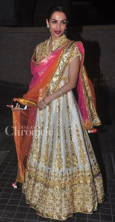 Stars attend Soha Ali Khan and Kunal Khemu's wedding reception Indian Bridal Fashion, Indian Wedding Outfits, Pakistani Outfits, Indian Outfits, Bollywood Fashion, Bollywood Hair, Movies Bollywood, Bollywood Theme, Bollywood Outfits