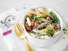 Cremiger Nudel-Spargel-Salat mit Kirschtomaten
