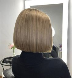 Blunt Bob Hairstyles, Bun Hairstyles For Long Hair, Short Bob Haircuts, Hair Dos, One Length Bobs, Brunette Bob, Really Short Hair, Dyed Hair, Blonde Hair