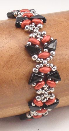 This is a downloadable instruction packet for Fusion Bracelet and Earrings. My instructions are easy to follow with lots of photos for those of us who are visual learners. This packet includes 8 pages of detailed step by step instructions and a materials list. Materials: 6X6mm Tango
