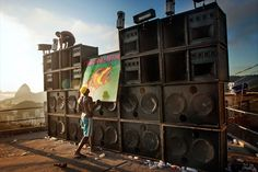Picture of a man with a speaker system in Rio