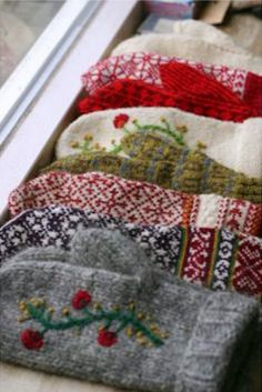 DIY: Mittens From Old Sweaters This is a great idea after a Goodwill trip!