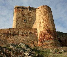 Castillo de Feria (Badajoz). De época feudal. Fue el centro de operaciones del Ducado de Feria.