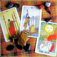 Cards from the Universal Waite Pocket Tarot / Photo © www.VioletAura.com